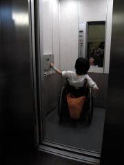 車いす対応エレベーター