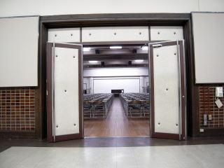ホール出入口